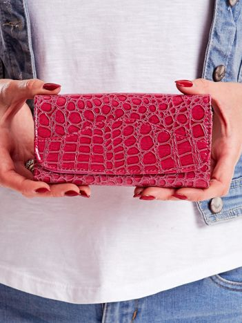 Ciemnoróżowy portfel damski z tłoczonym zwierzęcym motywem