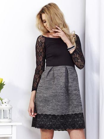 Ciemnoszara sukienka z koronkową lamówką