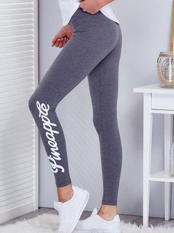 Ciemnoszare legginsy z napisem na nogawce