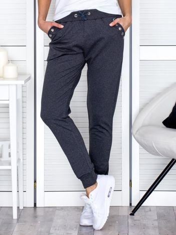 Ciemnoszare spodnie dresowe z ażurowym wykończeniem kieszeni