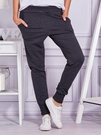 Ciemnoszare spodnie dresowe z szerokimi ściągaczami