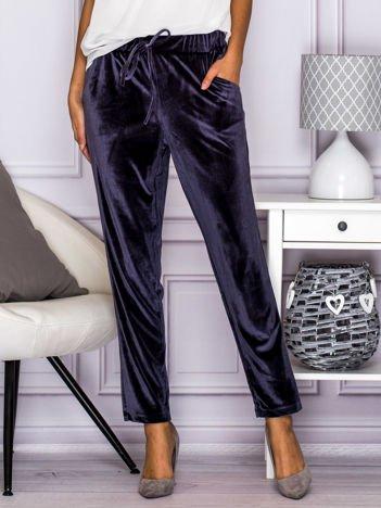 Ciemnoszare welurowe spodnie z troczkami