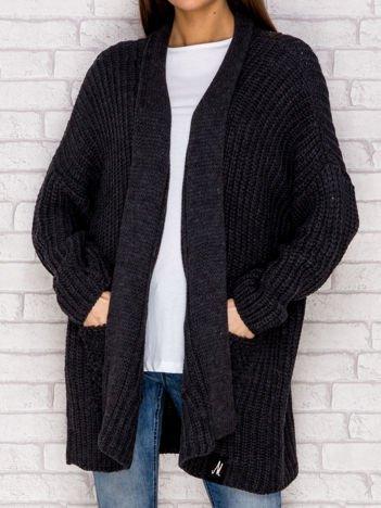 Ciemnoszary otwarty sweter o szerokim splocie