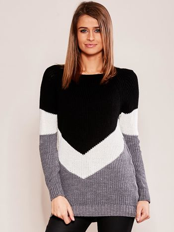 Ciemnoszary sweter z geometryczny motywem