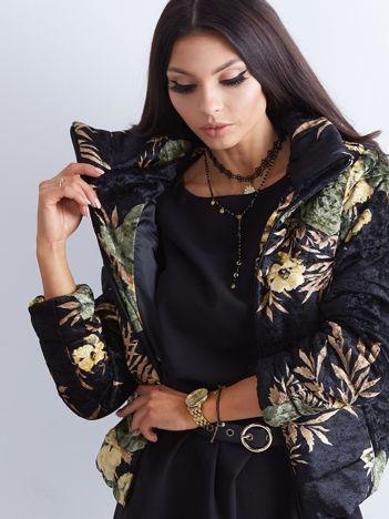 Czarna aksamitna kurtka w kwiaty