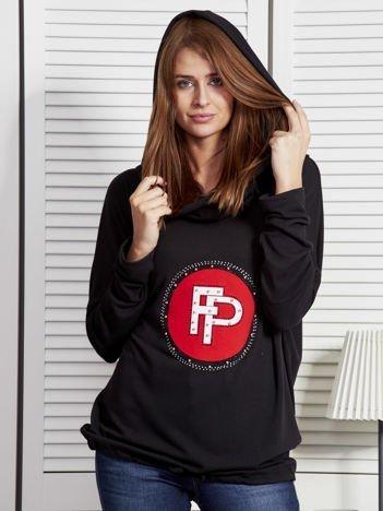Czarna bluza damska z aplikacją i ściągaczem na dole