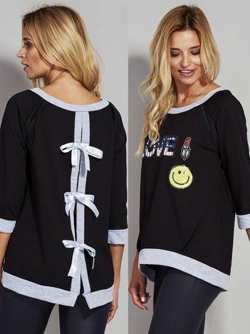 Czarna bluza z cekinowym napisem LOVE i kokardami z tyłu