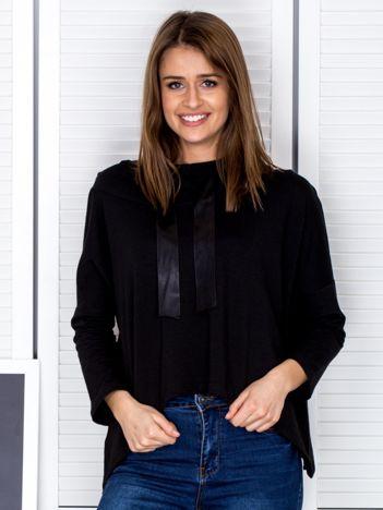 Czarna bluza z kapturem i wstążką
