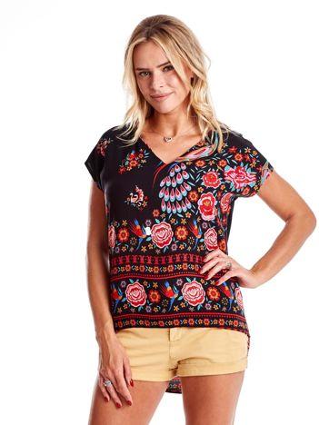 Czarna bluzka w etniczne desenie