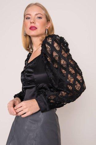 Czarna bluzka z ażurowymi rękawami BSL