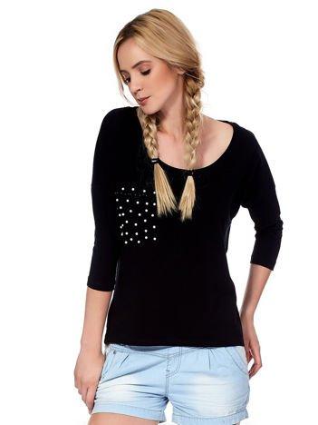 Czarna bluzka z imitacją kieszonki i perełkami
