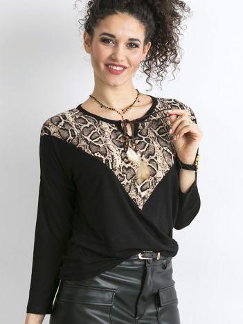 Czarna bluzka z wzorzystym modułem