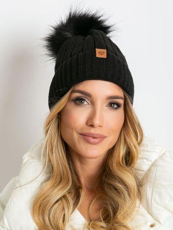 Czarna czapka zimowa z pomponem