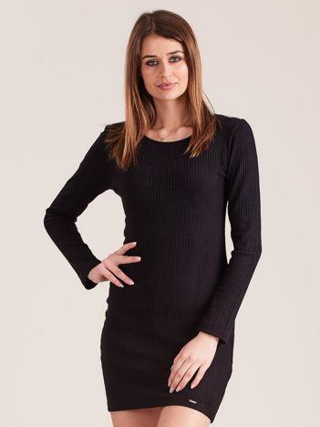 Czarna dopasowana sukienka dzianinowa z ozdobnym tyłem