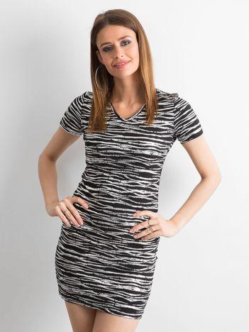 57cb3bb8ba Czarna dopasowana sukienka w srebrne wzory