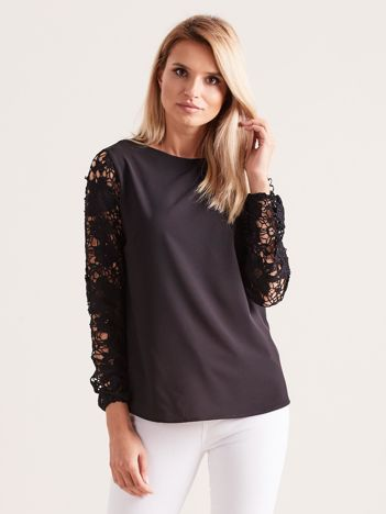 Czarna elegancka bluzka z koronkowymi rękawami