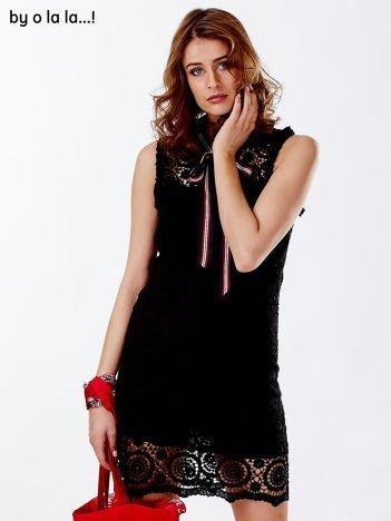 Czarna koronkowa sukienka z wiązaniem tricolor BY O LA LA