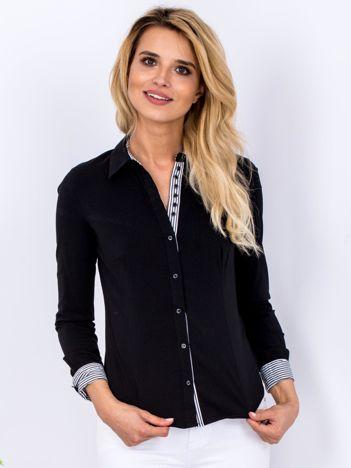Czarna koszula z wykończeniem w paski