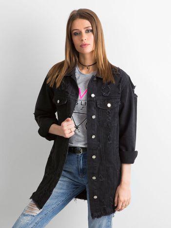 Czarna kurtka jeansowa z przetarciami