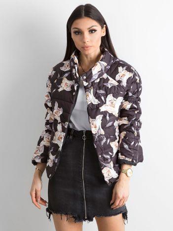 Czarna kurtka w kwiaty