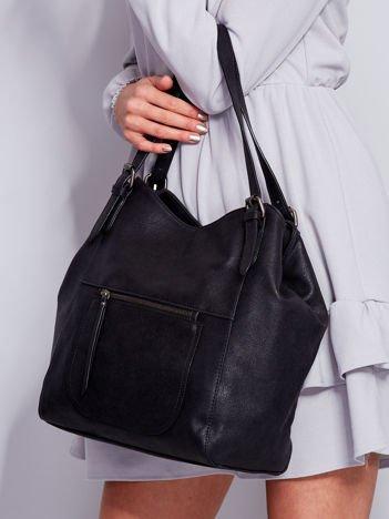 Czarna miękka torba z kieszeniami