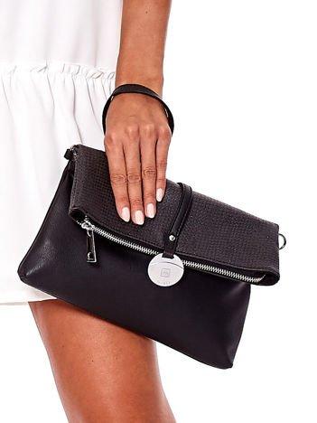 Czarna miękka torebka z odpinanym paskiem