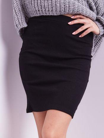 Czarna mini spódnica ołówkowa w prążek