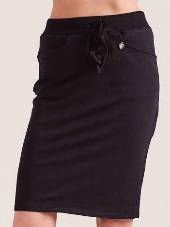 Czarna ołówkowa spódnica dresowa z kieszeniami