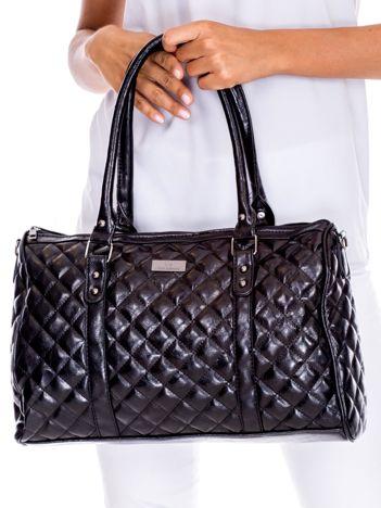 f195965577a02 Czarna pikowana torba damska