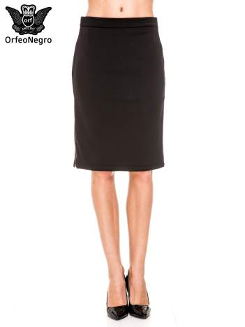 Czarna prosta spódnica z zamkiem z boku