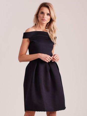 Czarna rozkloszowana sukienka z pianki