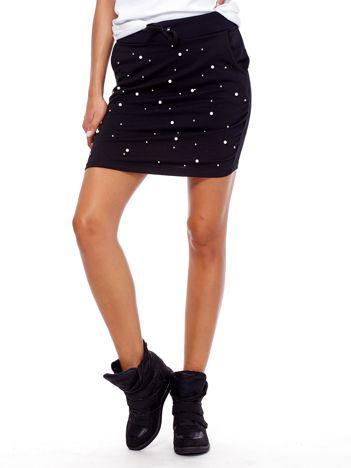 Czarna spódnica dresowa z perełkami i kieszeniami