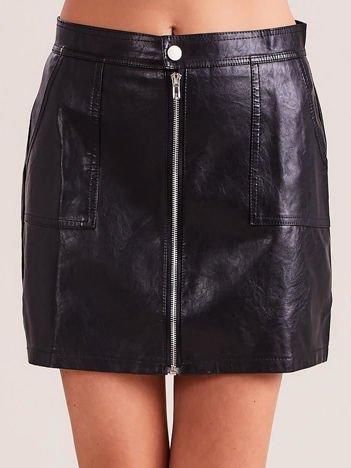 Czarna spódnica z ekoskóry z suwakiem