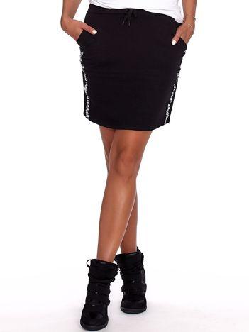 Czarna spódnica z tekstowymi lampasami