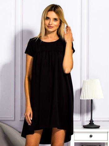 Czarna sukienka koktajlowa z kokardą z tyłu