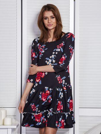 Czarna sukienka w kwiaty z wycięciem na plecach