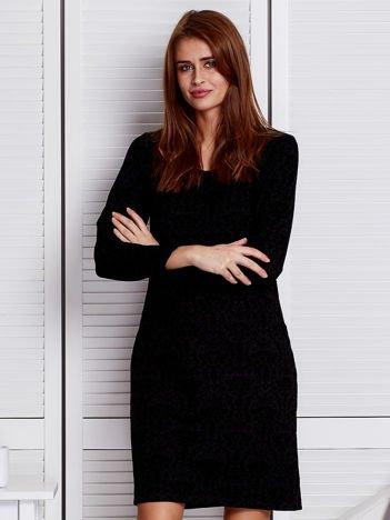 Czarna sukienka w ornamentowe motywy