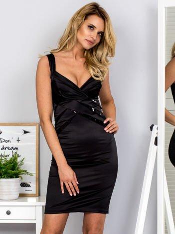 Czarna sukienka z cekinowymi wstawkami