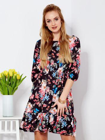 Czarna sukienka z kwiatowym motywem