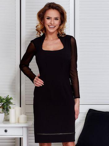 Czarna sukienka z siatkowymi rękawami