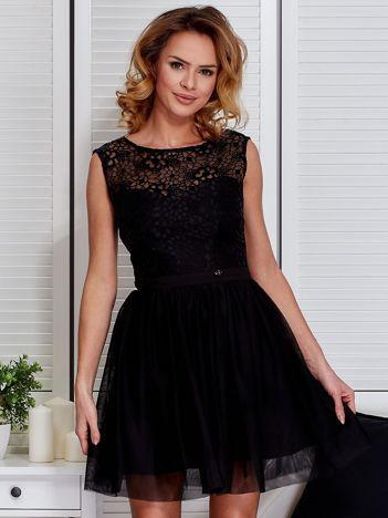 Czarna sukienka z tiulowym dołem i kokardą
