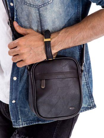 Czarna torba męska z kieszeniami na suwak