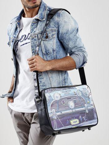 Czarna torba męska z malarskim motywem samochodu