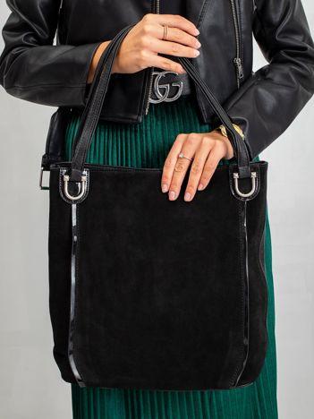 Czarna torba z łącznych materiałów