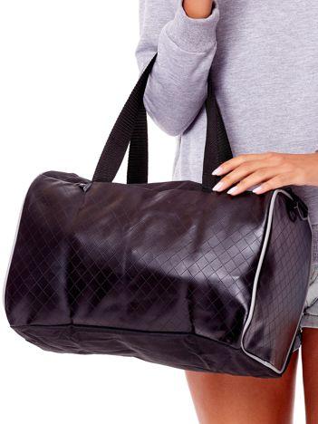 Czarna torba z wstawkami z ekoskóry