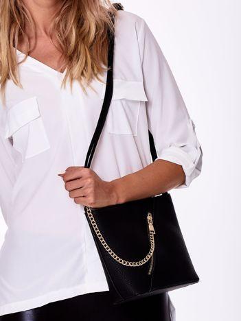 Czarna torebka z łańcuszkiem