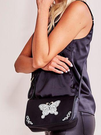 Czarna torebka z motylem
