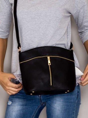 Czarna torebka ze złotymi suwakami