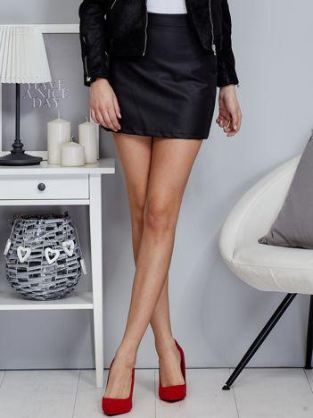 Czarna trapezowa spódnica z ekoskóry
