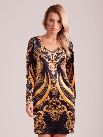 Czarna welurowa sukienka we wzory